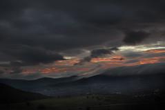 HEAVEN... OR HELL? (vlopezfotografia.es) Tags: madrid sunset red sol fog clouds contraluz de landscape atardecer mar los nikon heaven sigma paisaje sierra cielo nubes puesta niebla f28 molinos guadarrama montaas nuves d90 1750mm