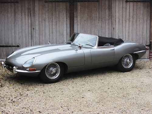 Jaguar E-Type 3.8 OTS (1962).