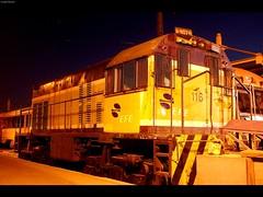 Locomotora nocturna - Night locomotive (elmetrino III) Tags: chile santiago am foto diesel central nocturna locomotive ge alameda estación locomotora d51 u5b