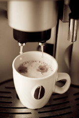 fresh coffee (Fjola Dogg) Tags: cup coffee caf canon drink pad kaffee fresh caff kaffe kahve 2012 caf kava  kopi kafe coffeemaker bolli kaffi koffie kahvi kafo coffi  kawa kva     cafea kape  50d  kafea kaf kafija kv kohv kahawa  canon50d md cph   fjoladogg   qhv caife     fjladgg capulus kaffivl