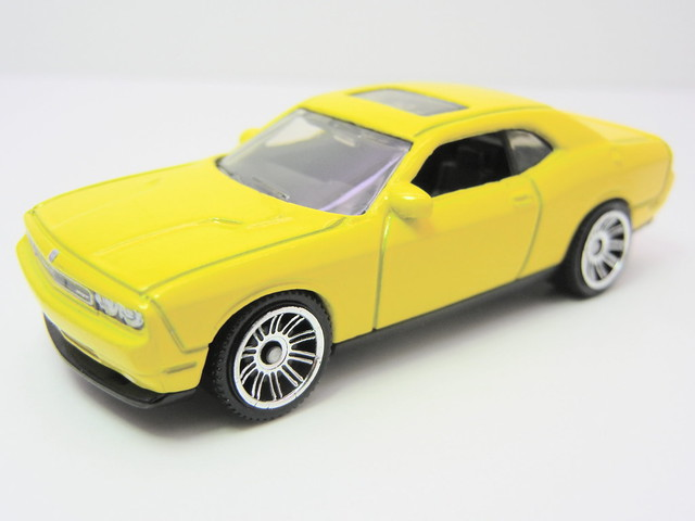 matchbox dodge challenger srt8 yellow (2)