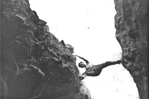 Javier Aranda escalando en los Malos de Riglos