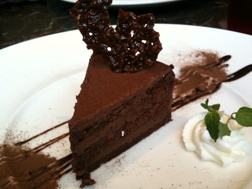デザートはチョコレートケーキ@マキシム・ド・パリ 赤坂