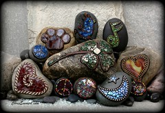 """Lucky"" Mosaic Paperweights and Garden Stones (Chris Emmert) Tags: chris red brown moon black green bird rock stone silver stars gold heart mosaic sienna chain copper dogpaw peacesymbol glasstile 4leafclover paperweights musicnote ballchain emmert gardenstones flickrmosaicartists chrisemmertcom"