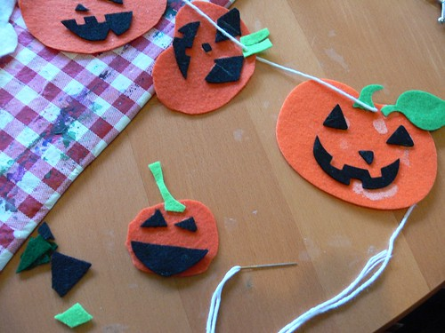 Jenny: Jack o Lantern Garland (kid craft!)