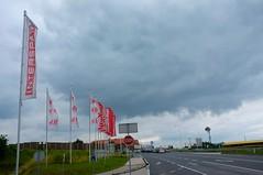 Pasching (austrianpsycho) Tags: flags flaggen fahnen pasching einkaufszentrum strase b139 unoshopping