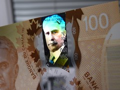 2011 Canada New Polymer $100 - front - pix 06