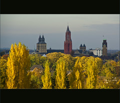 Autumn skyline Maastricht (Bert Kaufmann) Tags: city autumn panorama color colour fall colors skyline maastricht view couleurs herbst herfst autumncolours autumncolors uitzicht stad herfstkleuren cityskyline kleur kleuren pietersberg maastrichtskyline skylinemaastricht chaletbergrust bergrust