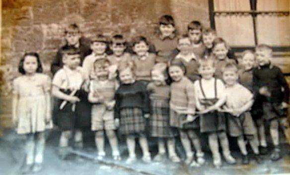 Weans in Fraser St 1920s