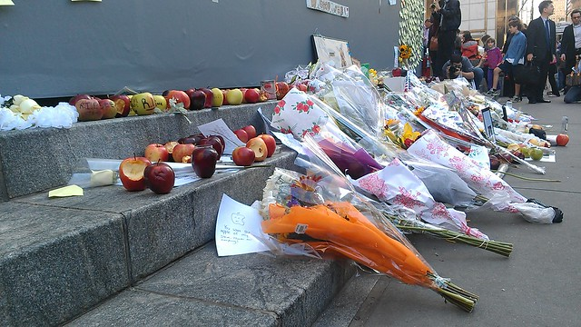 Apples and flowers at the Fifth Ave Apple Store #SteveJobs