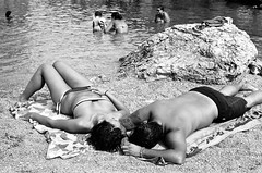 33320038.jpg (lauritadianita) Tags: sleeping sea blackandwhite bw italy playing beach water familia tattoo children mar donna mujer agua nikon couple rocks europa europe italia mare pareja famiglia bambini sleep playa pebbles tattoos uomo bikini sicily acqua dormir dormire nikonf3 spiaggia hombre sicilia swimsuits tlingit jugando piedras haida tatuaje ioniansea ninos swimtrunks durmiendo ragazzi familias dormiendo familes pacificnorthwestnative pacificnorthwestindian famiglie britishcolombianative britishcolombiaindian tmishian