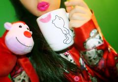 Ummmwwwah .. (k) (UAE.eyes) Tags: cute kiss sara sweet mug