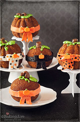 Mini Halloween Pumpkin Spice Cakes (Bakingdom) Tags: autumn food halloween cakes pumpkin 50mm cupcakes candy sweet pumpkins homemade recipes frosting whimsical bakingdom