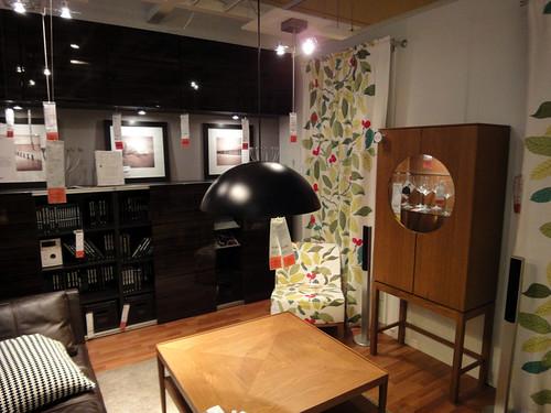 イケアの家具で作る趣味の部屋と題した写真