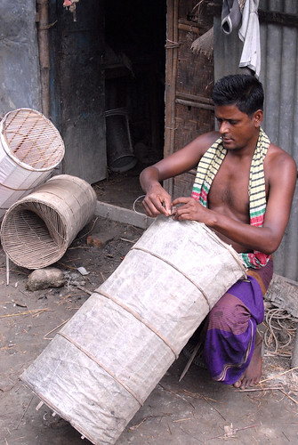 Making a fish trap, Bangladesh. Photo by WorldFish, 2006