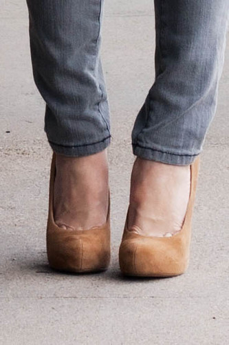 Bakers Wild Pair Karen WP tan suede pumps