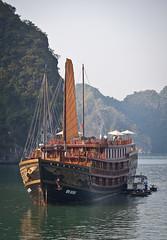 (seua_yai) Tags: sea boat junk asia southeastasia tour vietnam limestone hanoi karst southchinasea halongbay haiphongharbor