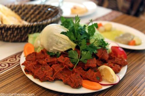 Çiğ köfte: raw meat wtih bulgur