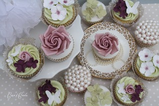 Wedding cupcake samples by Cotton and Crumbs