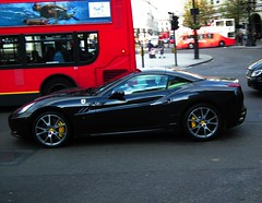 Ferrari California 2 Plus 2 (kenjonbro) Tags: california uk black london trafalgarsquare ferrari v8 2010 90 2plus2 7speed kenjonbro fujihs10 4297cc dualclutchtransmission 2622cuin lj10ggf