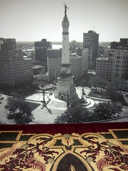 Monument Circle On A Magic Carpet Ride (Robert Saucier) Tags: usa building architecture carpet photo blackwhite noiretblanc indianapolis tapis indiana monumentcircle tatsunis img0231