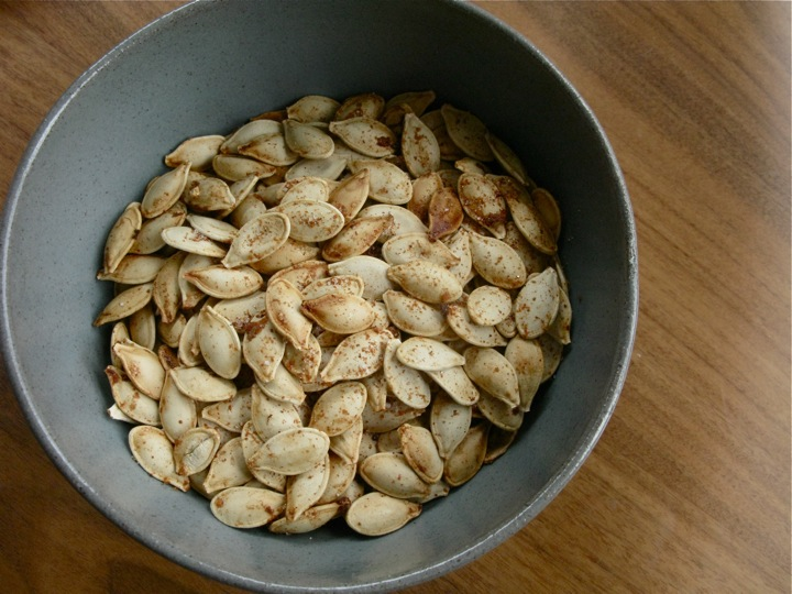 toasted spicy sweet pumpkin seeds 001