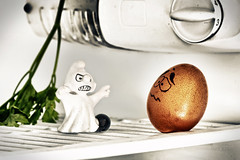 A phantom in the fridge. (Maurizio Contini) Tags: wedding halloween canon ghost phantom smurfs hdr maurizio schlmpfe pitufos puffi contini schtroumpfs barrufets