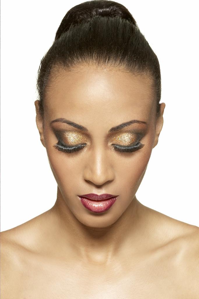 Helen É Cosmetics Nubian Beauty