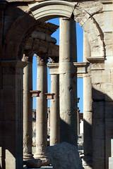 Palmyra - Tadmor 17 (Nawar-2012) Tags: street statue stone canon effects temple sand ruins desert columns arc triomphe tourist tourists queen arab syria arabian straight base palmyra zenobia  tadmor     tadmur   nawar  canoneos400d  tudmur zanobia    kouli