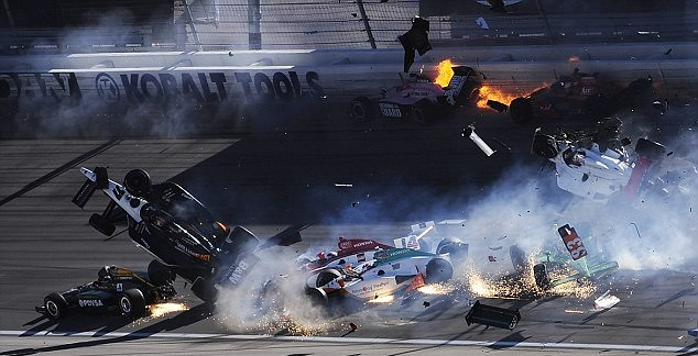 dan wheldon crash-1
