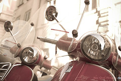 Vespa Twins (country_boy_shane) Tags: city vacation italy rome roma metal closeup vintage lights mirror italian europe vespa ride wheels scooter tourist oldschool plastic riding chrome transportation headlight windshield canonef2470mmf28lusm handlebars canon40d shanegorski