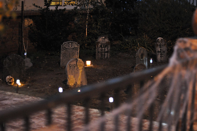 cemetary-graveyard-halloween decor