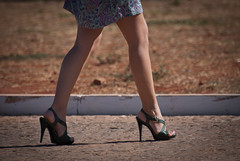 2566tw (Chico Ser Tao) Tags: street brazil woman sexy braslia brasil walking women df highheels legs mulher pernas rua mulheres caminhada voyer genre distritofederal saltoalto voyerismo gnero