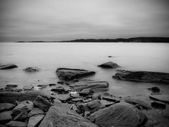 Shoreline (dubbelt_halvslag) Tags: ocean longexposure sea blackandwhite bw cloud white seascape black blur beach nature water berg stone clouds strand canon landscape island bay coast marine rocks long exposure raw sweden marin schweden natur shoreline himmel shore sverige scandinavia vatten archipelago bohusln skrgrd moln vstkusten svartvitt kunglv g10 tjuvkil lngexponeringstid