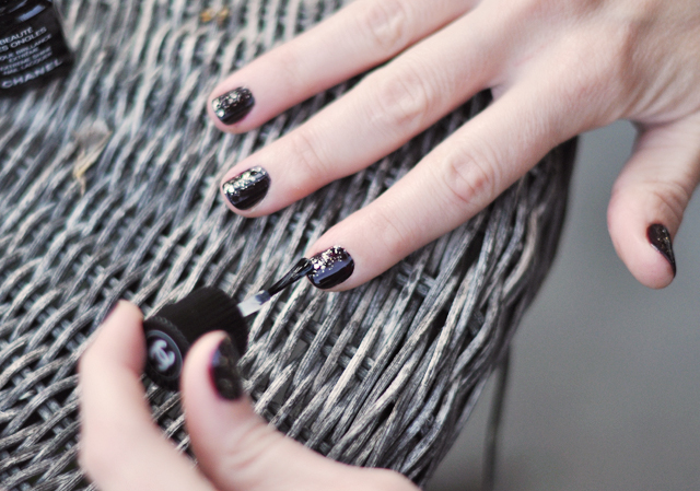 painting nails-hands -chanel top coat-manicure