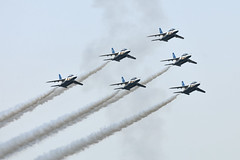 Blue Impulse (vapor_trails) Tags: japan nikon aircraft aviation nikkor teleconverter t4 aerobatic aerobatics militaryaircraft tc14eii blueimpulse jasdf iruma   japanairselfdefenseforce 300mmf4d     d300s aiafsnikkor300mmf4difed