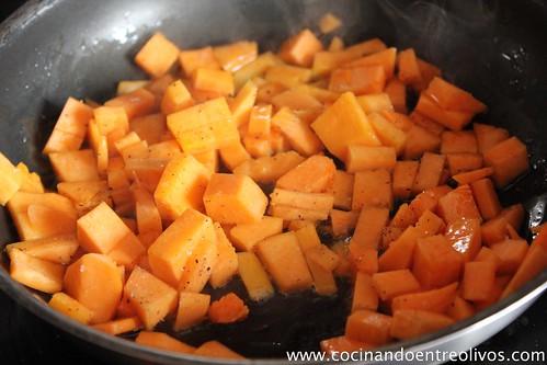 Sopa de cebolla morada con bombones de calabaza. www.cocinandoentreolivos (4)