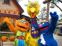 Zoe, Big Bird and Grover (meeko_) Tags: africa bird monster gardens zoe tampa bigbird big florida sesamestreet grover characters muppet themepark buschgardens busch buschgardenstampa buschgardensafrica buschgardenstampabay muppetcharacters buschgardenscharacters seasamestreetsafarioffun