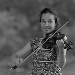 Paganini, Caprice No. 5 (qmusaget) Tags: blackandwhite bw music blancoynegro noiretblanc streetphotography streetportrait holeinone streetmusician wideopen violinplayer naturalness eos40d makeitsquare casualglamourofimpromptustreet ef1352lf20140seciso800