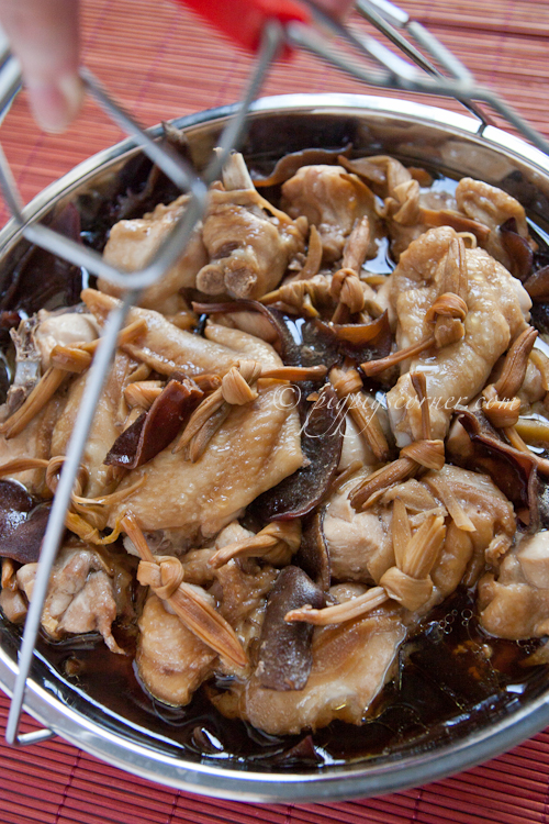 Steamed Chicken with Black Fungus and Dried Lily Buds