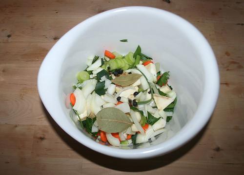 15 - Gemüse und Gewürze in Schüssel-geben