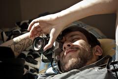 (RMLucas) Tags: camera old boy men guy tattoo canon eos photographer pentax hipster indie k2 xs fotografo tatuagem analogic pentaxk2 canoneosxs rmlucas