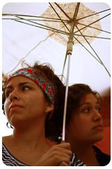 En un futuro (Publicarla) Tags: dos amigas mujeres paraguas jvenes jovial lolas juventud chiquillas do carolbravolechuga carlavallejoscceres