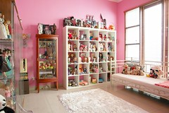 new dolly/toy room (girl enchanted) Tags: bear ikea halloween vintage toy toys starwars junk dolls bears shelf collection kenner blythe collectible shelves collect clutter dollies toyroom pinkroom expedit blythes dollroom decluttered dollyroom