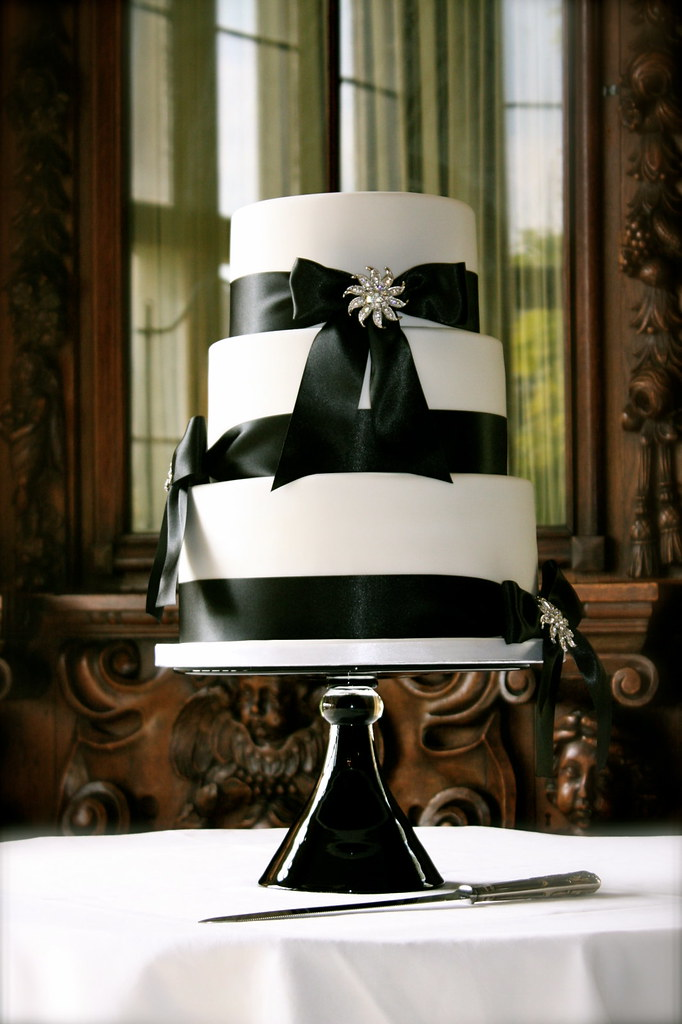Black & White Brooch Wedding Cake