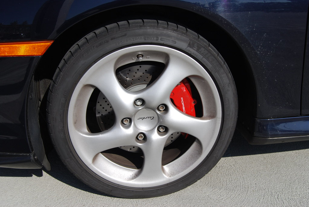 Wheel, tire and red brake shoe- Red means Carbon disc I believe...