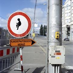 Road sign, Ostrava. (wojszyca) Tags: 6x6 tlr sign mediumformat kodak mat 124g expired 160vc portra yashica ostrava