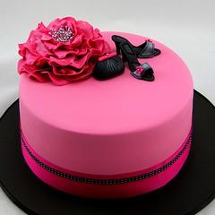 Hot pink glamour cake (Coco Jo Cake Design) Tags: hotpink glamourcake chocolatemudcake fantasyflower pinkandblackcake fondantheels handbagandheels springracingcake