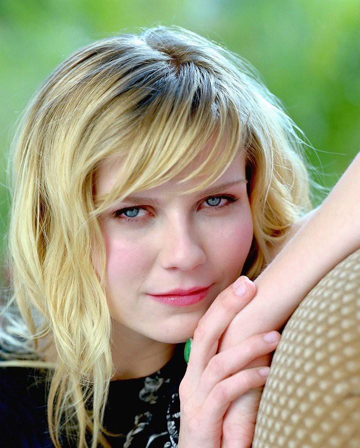 Kirsten Dunst (ken2023) Tags: light red portrait orange woman sexy celebrity  beautiful face