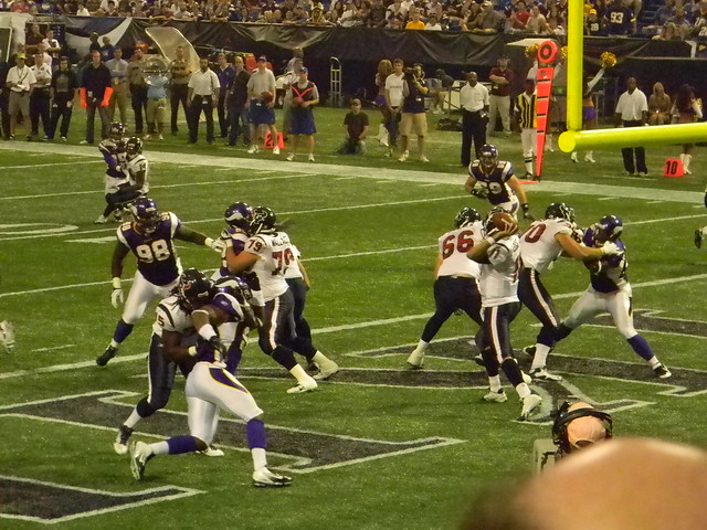MATT LEINART throwing under pressure in the endzone